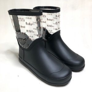 Burberry boots girls new